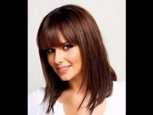 coiffure avec une frange droite