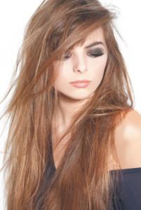 coiffure degrade avec meche sur le cote