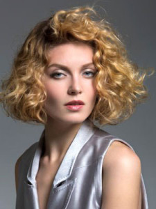 coiffure femme carre boucle