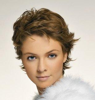 Coiffure femme cheveux courts nos conseils - Coiffure courte femme 60 ans ...