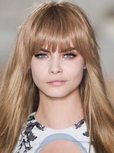 coiffure frange pour visage carré