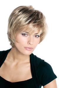coupe de cheveux carré court effilé avec frange