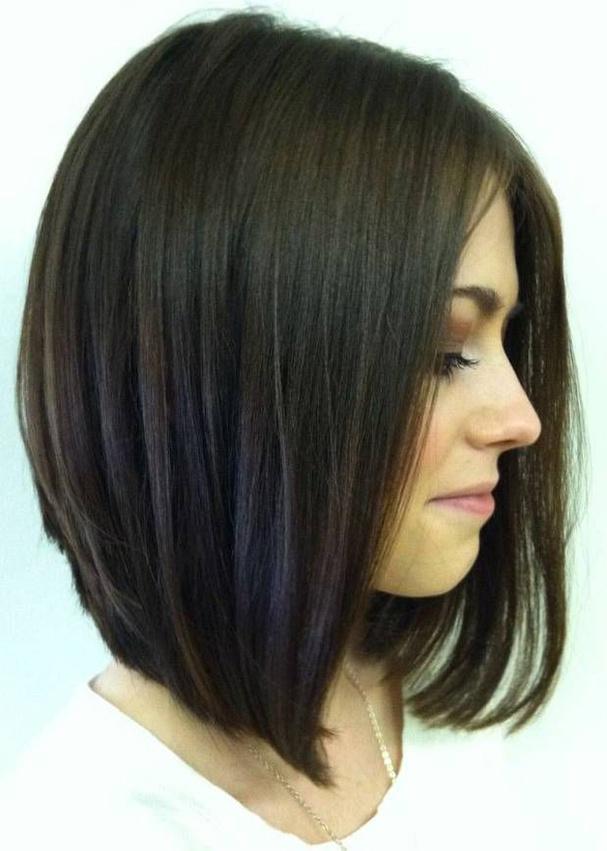 coupe de cheveux carré plongeant long avec frange
