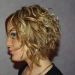 coupe de cheveux carre plongeant boucle
