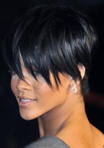 coupe de cheveux courte avec frange longue