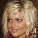 coupe de cheveux femme carre plongeant frise