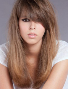 coupe de cheveux frange visage carre