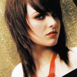 coupe de cheveux mi-long avec frange effilée